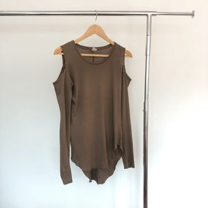OAK NYC CUT-OUT SHOULDER TOP - S